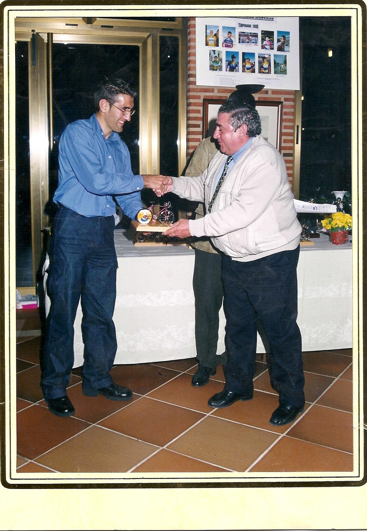 Reconomiciento de la participacion de Don Eugenio Cuerdo en la Vuelta de Segovia (2000)